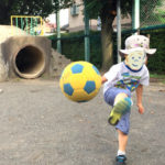 【3歳4歳5歳】子どもの初めてのサッカーボールはこれがオススメ!「ミカサ スマイルサッカー軽量3号」