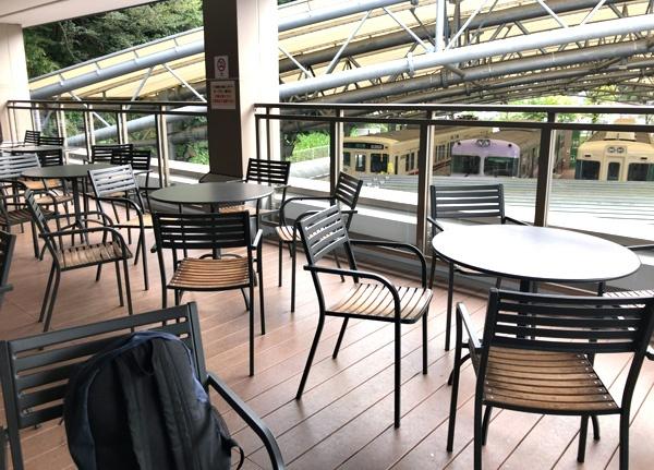 京王れーるランドの2階テラス