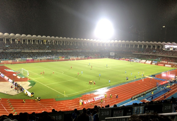 雨の等々力競技場