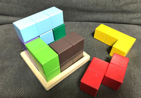 子どもの頭を良くする『賢人パズル』:組み立て中