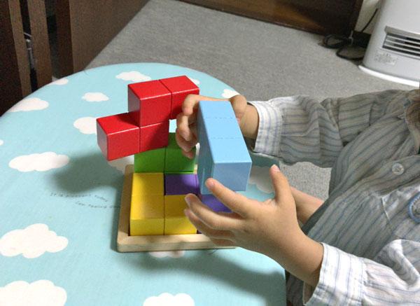 子どもの頭を良くする『賢人パズル』:1才児は積み木代わり