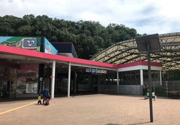 京王れーるランドは多摩動物公園に隣接しています