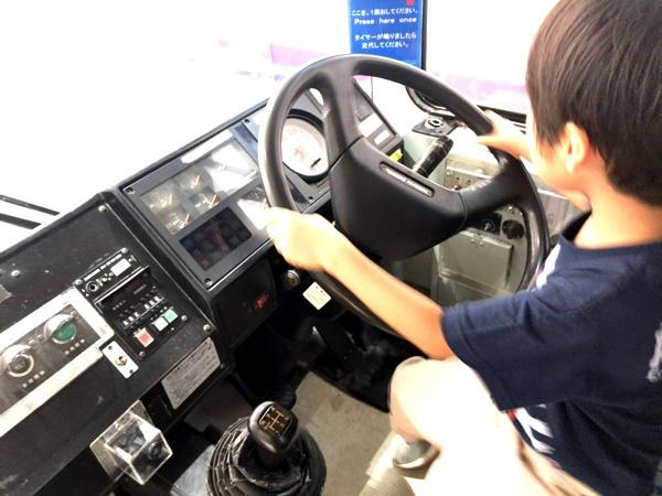 京王れーるランドのバスで運転