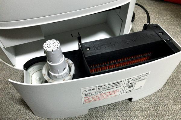シャープの加湿セラミックファンヒーターのフィルターお手入れ&イオンカートリッジを取り付けました