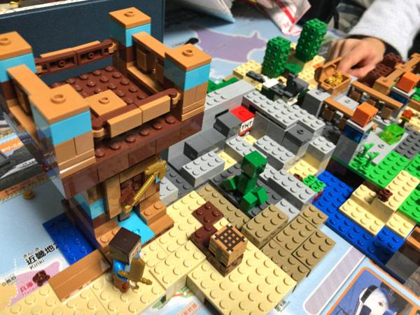 マインクラフトのレゴ(クラフトボックス 2.0 21135)をクリスマスプレゼントに贈りました