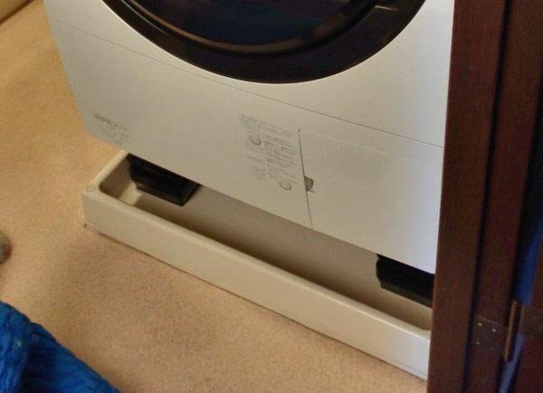 ドラム式洗濯乾燥機の設置場所が狭い場合はかさ上げブロックを活用