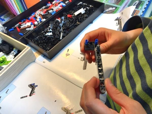 小学生が楽しめるレゴテクニックのラジコントラックレーサーの作成レポート
