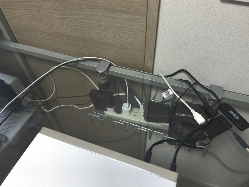 【パソコンデスク】配線すっきりデュアルディスプレイ環境の作り方